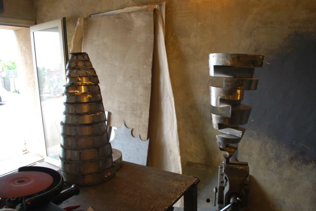 sculpture-en-inox-acier-inoxydable-316L-en-cours-de-fabrication-dans-l-atelier-de-Felix-Valdelievre-artiste-sculpteur-contemporain-2017(3)
