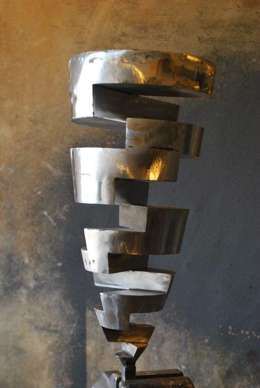 sculpture-en-inox-acier-inoxydable-316L-en-cours-de-fabrication-dans-l-atelier-de-Felix-Valdelievre-artiste-sculpteur-contemporain-2017(5)