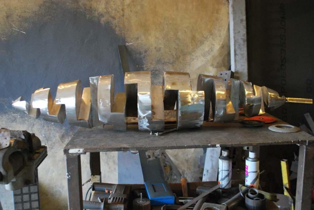 sculpture-en-inox-acier-inoxydable-316L-en-cours-de-fabrication-dans-l-atelier-de-Felix-Valdelievre-artiste-sculpteur-contemporain-2017(6)