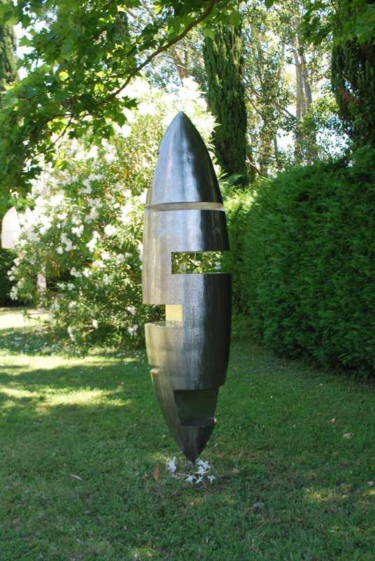 sculpture-inox-mouchetée-exposition-Les-Formes-de-l'Amitié