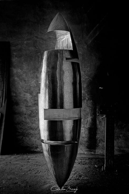 sculpture-inox-mouchetée-exposition-Les-Formes-de-l'Amitié-dans-l'atelier-4