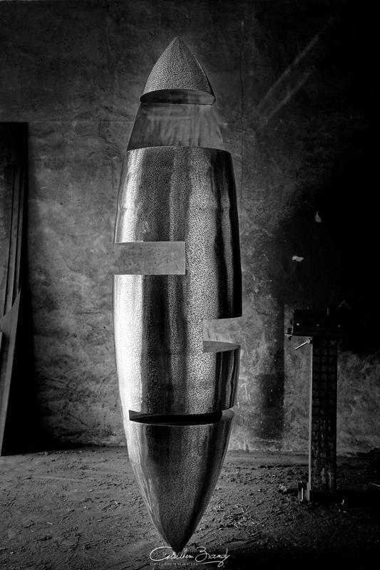 sculpture-inox-mouchetée-exposition-Les-Formes-de-l'Amitié-dans-l'atelier-5