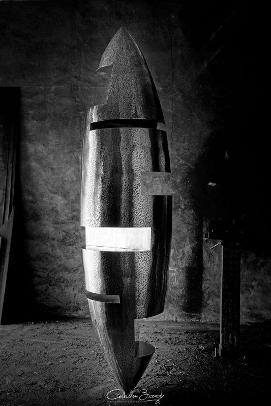 sculpture-inox-mouchetée-exposition-Les-Formes-de-l'Amitié-dans-l'atelier-8