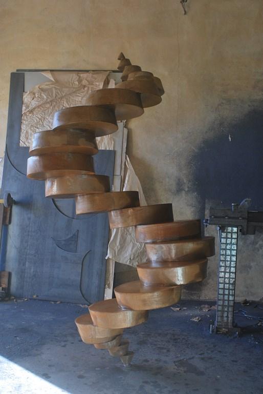 9.Travail-d-oxydation-sur-une-sculpture-en-acier-corten-realisee-par-l-artiste-sculpteur-contemporain-Felix-Valdelievre-2018
