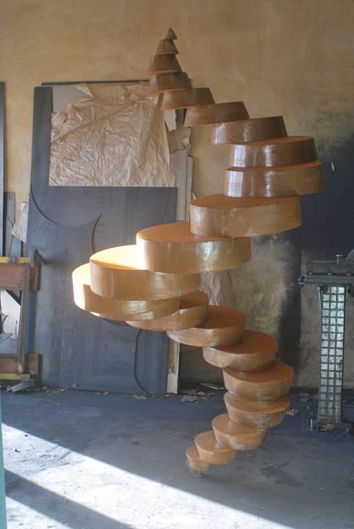 Travail-d-oxydation-rouille-sur-une-sculpture-en-acier-corten-realisee-par-l-artiste-sculpteur-contemporain-Felix-Valdelievre-2018