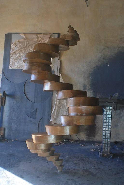 6.Travail-d-oxydation-sur-une-sculpture-en-acier-corten-realisee-par-l-artiste-sculpteur-contemporain-Felix-Valdelievre-2018