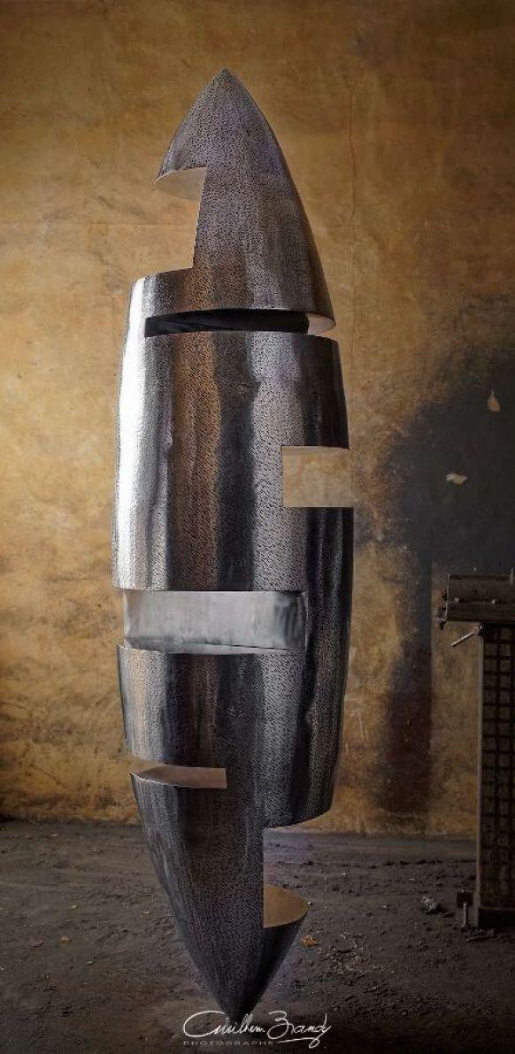 Tavelée - Sculpture inox de Félix Valdelièvre - Hauteur  2 mètres, Sculpture métal réalisée en 2020
