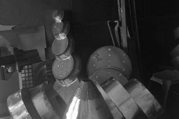 felix-valdelievre-atelier-sculpture-monumentale-avant-assemblage-11352701A-19D5-B325-EB5B-CA3F35E8FE70.jpg