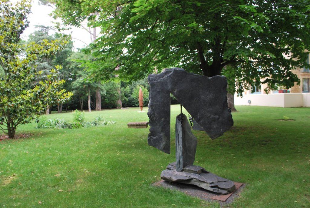 15.Sculpture-monumentale-en-acier-corten-realisee-par-l-artiste-sculpteur-contemporain-Felix-Valdelievre-exposee-au-centre-d-art-La-Mouche-Beziers-2018