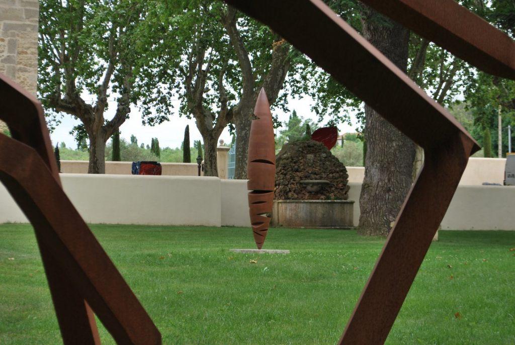 19.Sculpture-monumentale-en-acier-corten-realisee-par-l-artiste-sculpteur-contemporain-Felix-Valdelievre-exposee-au-centre-d-art-La-Mouche-Beziers-2018
