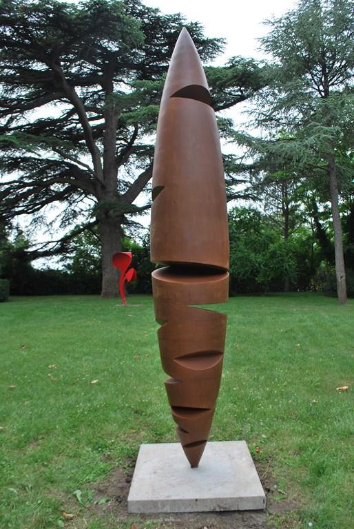 8.Sculpture-monumentale-en-acier-corten-realisee-par-l-artiste-sculpteur-contemporain-Felix-Valdelievre-exposee-au-centre-d-art-La-Mouche-Beziers-2018