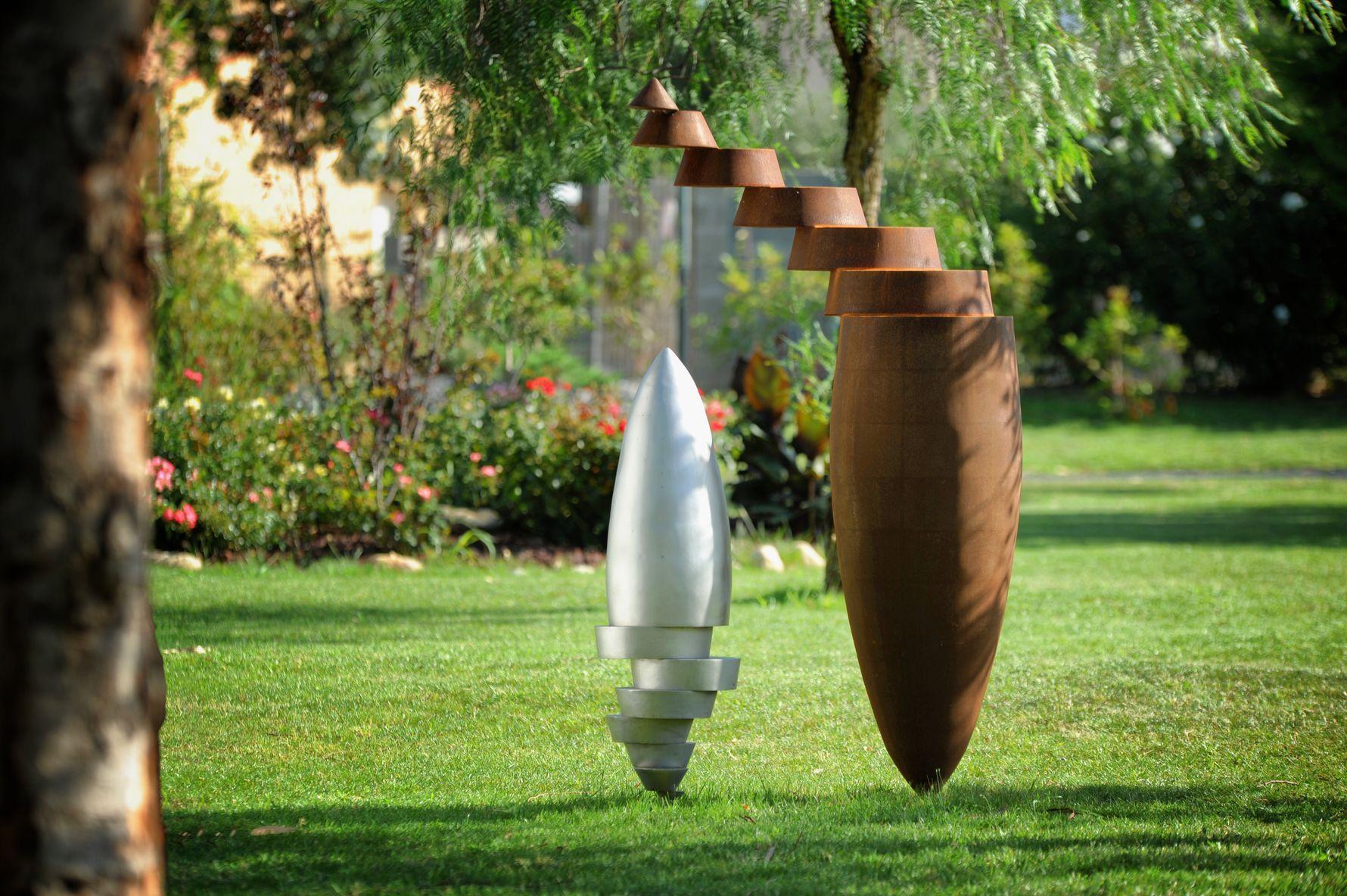 2.Ensemble-de-deux-sculptures-une-acier-corten-hauteur:175cm-une-inox-316L-microbille-hauteur:105cm-2017