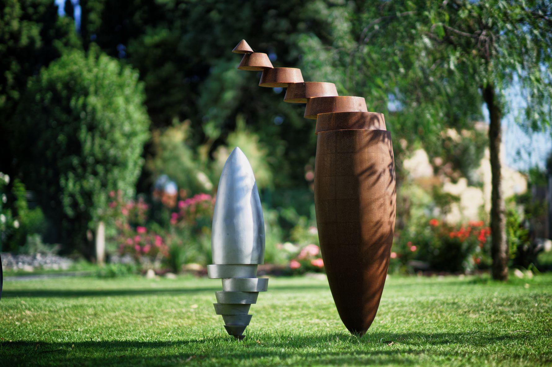 1.Ensemble-de-deux-sculptures-une-acier-corten-hauteur:175cm-une-inox-316L-microbille-hauteur:105cm-2017m_2017